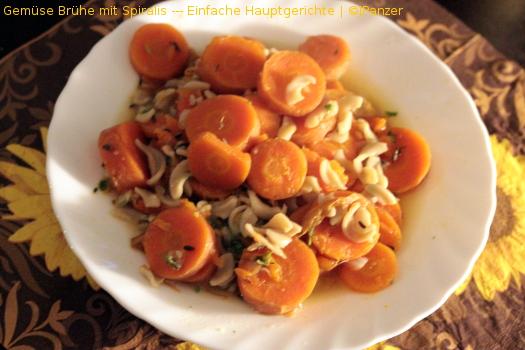 Gemüse Brühe mit Spiralis — Einfache Hauptgerichte