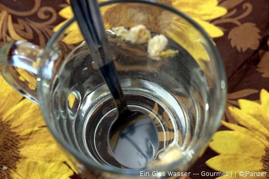 Ein Glas Wasser (Jasmin und Blüten) — Gourmet