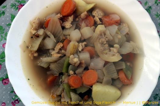 Gemüse-Suppe mit Fenchel und Soja-Fleisch — Menü