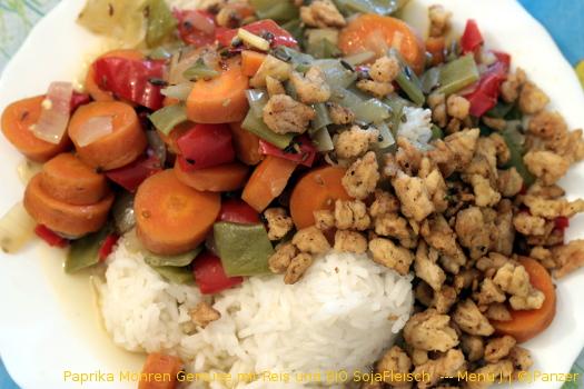 Paprika Möhren Gemüse mit Reis und BIO SojaFleisch