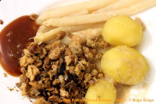 Spargel, Pellkartoffel und Ketchup – Menü
