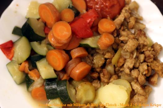 Zucchini mit Möhren & BIO SojaFleisch – Menü